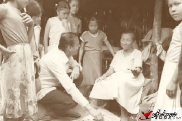 George Cadle Price talking with humble mestizo people in Belize