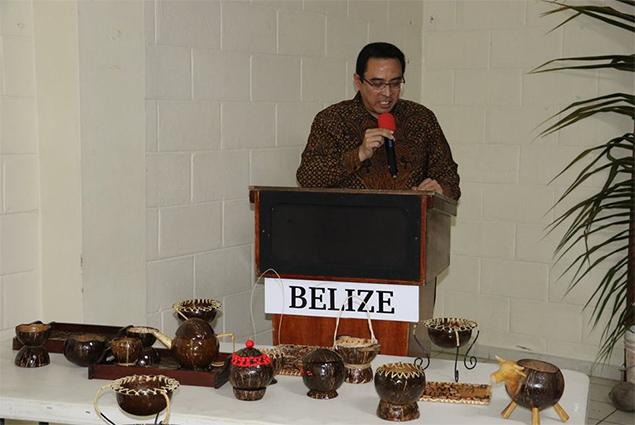 Belizeans Participate in Coconut Shell Handicraft Workshop