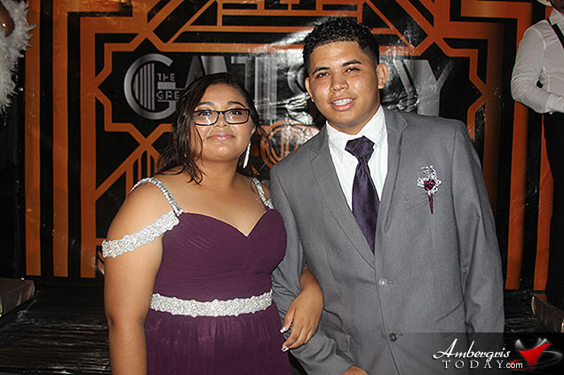 """Fuente Kings And Queens: """"The Great Gatsby"""" Prom 2017"""