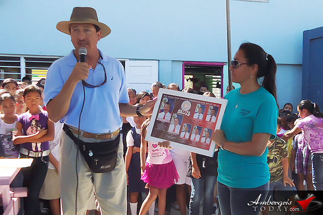 Mayor Daniel Guerrero presenting a framed poster to Prinicipal Roxannie Kay of the San Pedro RC School.