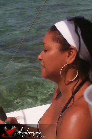 Actress Tamala Jones Vacations In San Pedro Belize