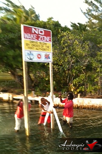 No Wake Zone Signs posted along San Pedro Lagoon