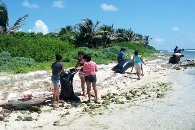 Oceana and Hol Chan Marine Reserve Team up for Coastal Cleanup