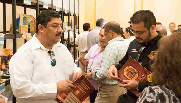 Hon Erwin Contreras and delegates view products on display Foro de Cancun
