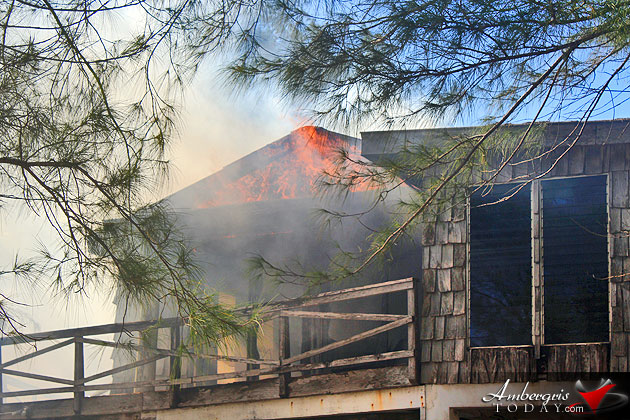 Fire Destroys Abandoned Building Next to San Pedro Resort