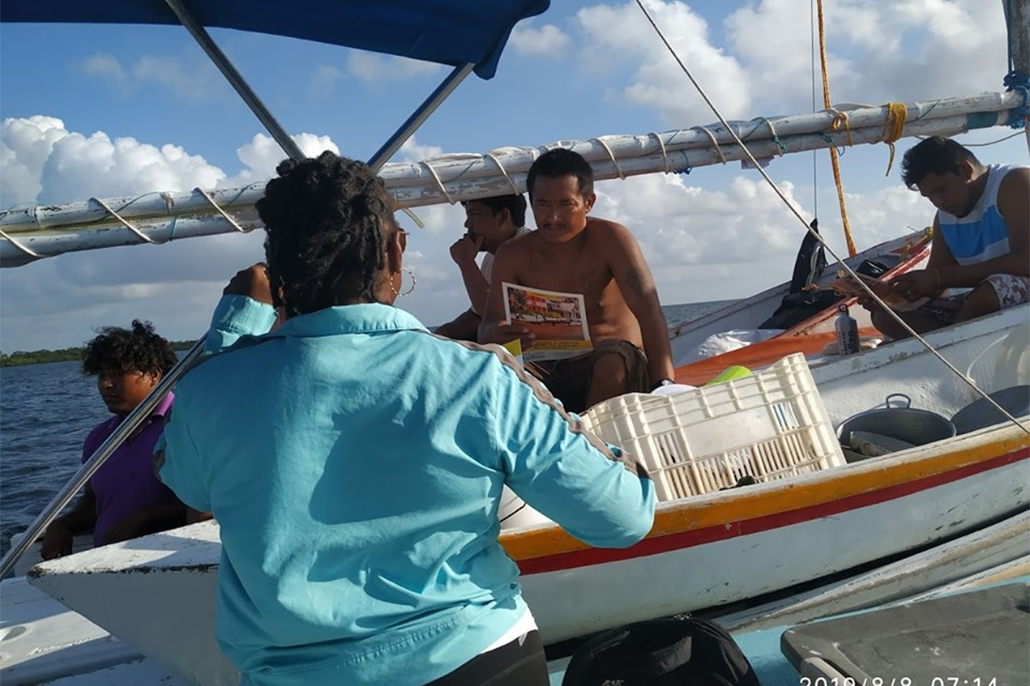 Boat To Boat Outreach At Turneffe Atoll Focusing On Climate Change