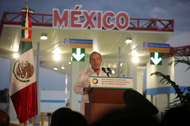 Mexican President Felipe Calderon visits Chatemal Bridge at Belize/Mexico Border