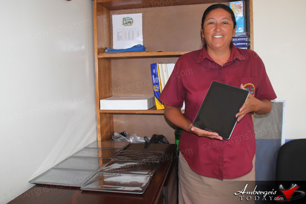 Isla Bonita Elementary School Receives 20 Tablets