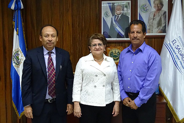 El Salvador Offers Specialty Scholarships to Belizean Doctors