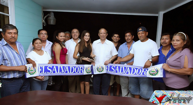 El Salvador Officials Meet with Salvadoran Community