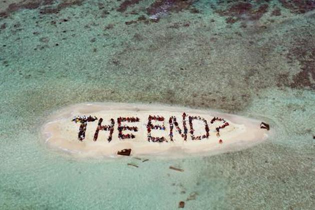Demonstrators spotlight the end of coral reefs in Belize