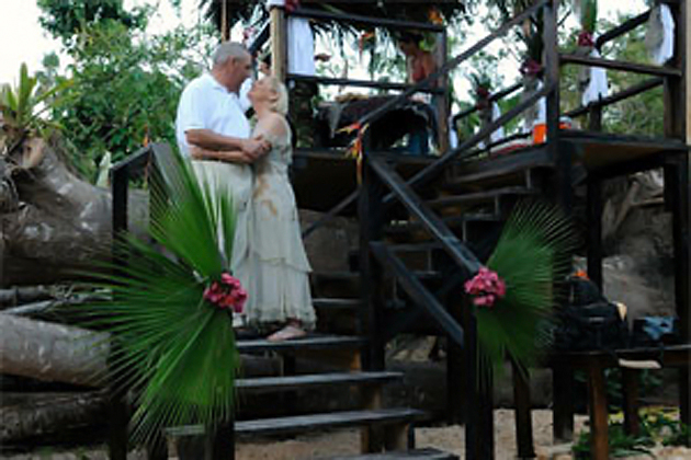 Couple Marries at The Belize Zoo