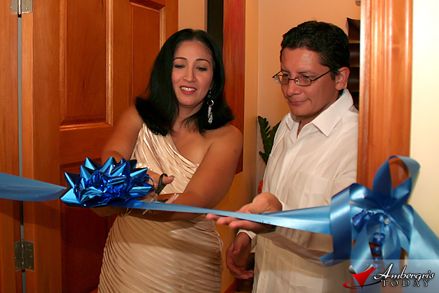 Flor Nuñez and Christopher Coye at ribbon cutting ceremony