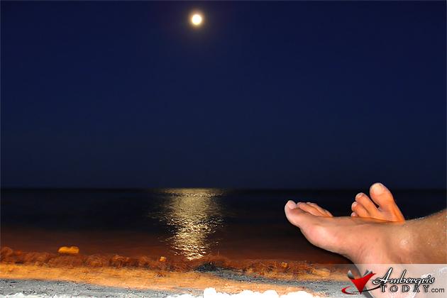 Moonrise on San Pedro, Ambergris Caye, Belize