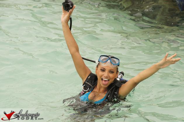 Miss Costa Maya 2010 Gabriela Asturias goes Scuba Diving