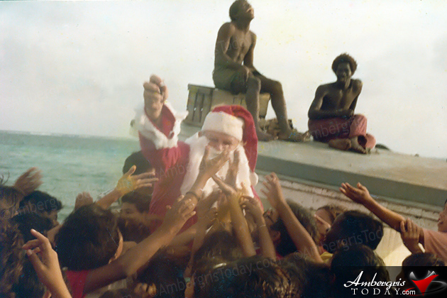 The Incredible Santa Claus arrives in San Pedro, Ambergris Caye by boat