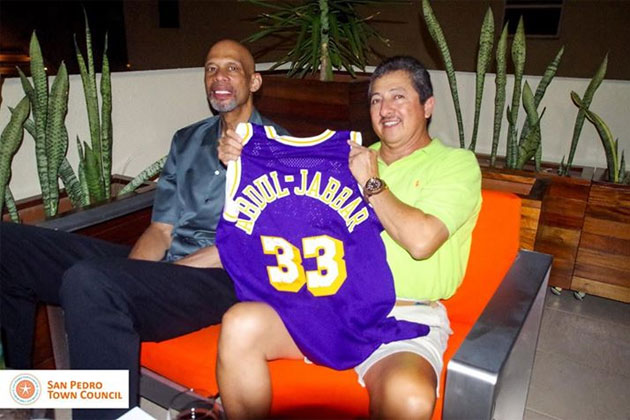NBA All-Star Kareem Abdul Jabaar presents San Pedro Mayor autographed jersey