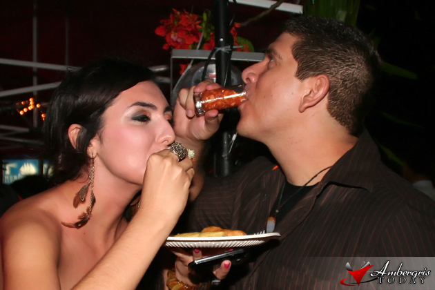Raquel Badillo and Dorian Nunez getting lobster wasted