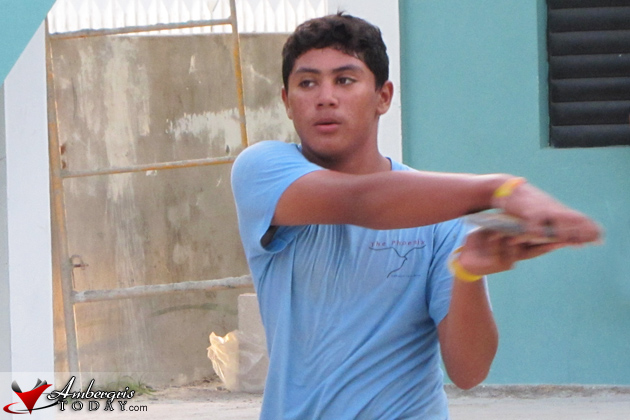 Gian Rivero traning for the discus throw