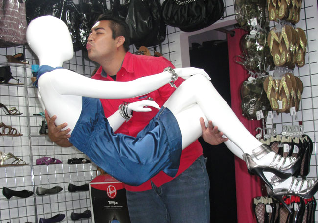 Gerry giving a kiss to a manequin at Top Notch