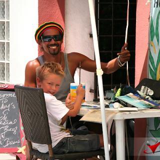 Kirt Cruz gives art lessons to local island boy