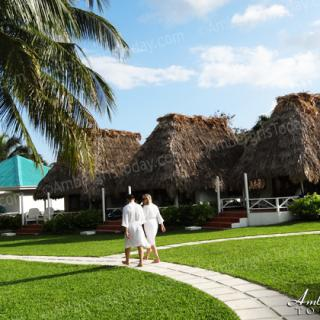 Romatic Couples' Massage in Paradise
