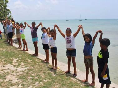 Belizeans Gather Across the Country for Hands Across The Sand