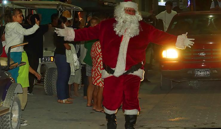 Love FMs Holly Jolly Cheerful Christmas Parade